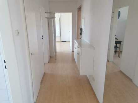 Zentral gelegene, gepflegte 2-Zimmer-Hochparterre-Wohnung mit Balkon, EBK und TG in Karlsruhe,