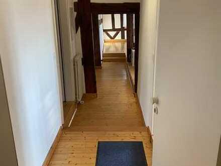 Charmante 4,5-Raum-Maisonette-Wohnung mit Balkon und Einbauküche in Ohmden