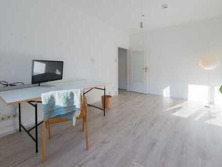 Teilmöbliertes 15 qm Zimmer in 2-er WG mit Wohnzimmer und neuer Küche