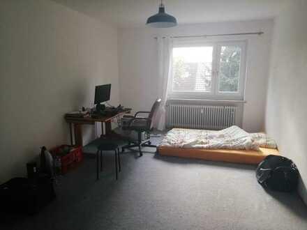 Unmöbliertes, sonniges und großes WG-Zimmer, 20qm, in Prüfening