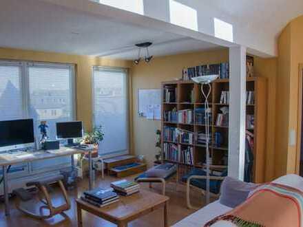 Möblierte 2-Zimmer-DG-Wohnung mit Balkon in 51063 Köln-Mülheim