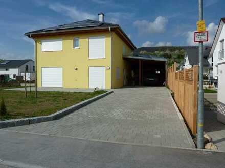 Gepflegtes Haus mit drei Zimmern und EBK in Dettingen an der Erms, Dettingen an der Erms