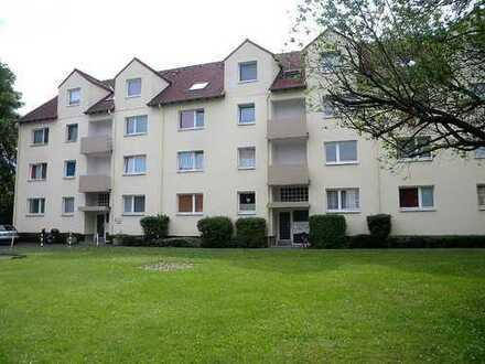 Refrath! Gut aufgeteilte 2 Zimmerwohnung in verkehrsgünstiger Lage.
