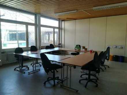 Lichtdurchflutete Räume für Dienstleistungsanbieter / Büro und Schulungszentrum
