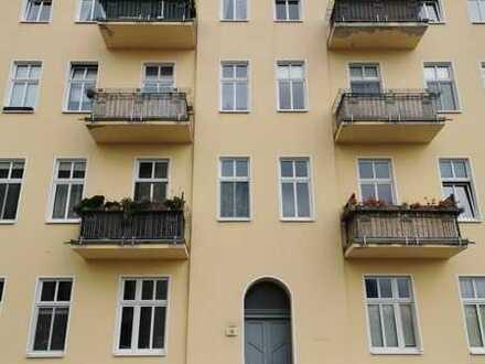 helle 3-Zimmer Altbauwohnung mit Balkon