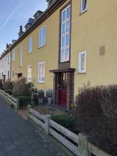 Nähe AKH und Heilpflanzengarten, schöne 3,5-Zimmer-Hochparterre-Wohnung mit EBK und Balkon in Celle