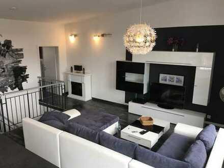 Moderne, möblierte 4-5 ZKBB Maisonette-Wohnung in schönem Mehrfamilienhaus