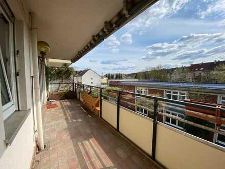 *Ruhige Lage*4-Zimmer*XXL-Balkon*Parkettboden*2 Bäder*