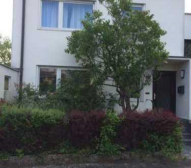 Einfamilienhaus mit sieben Zimmern in Aschaffenburg, Schweinheim