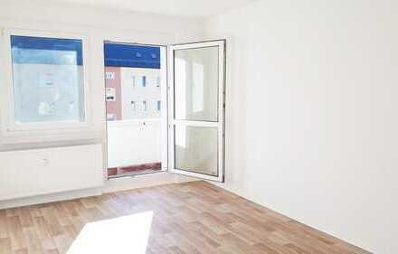 3 Zimmer mit Balkon suchen Sie.