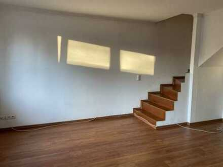 5 Zi.-DG-Maisonette-Wohnung mit Wohnküche und Stellplatz auf der Stadtteilgrenze von Findorff-Walle