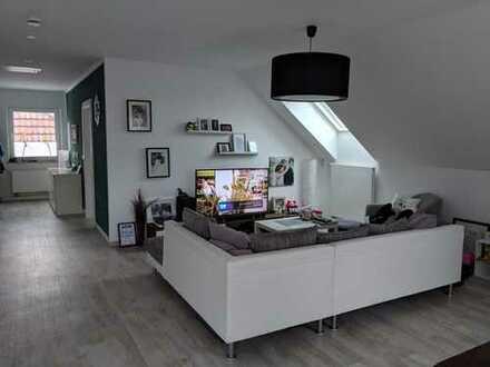 Neuwertige helle 3 Zimmer -Dachgeschosswohnung mit Balkon am Stiftberg in Herford