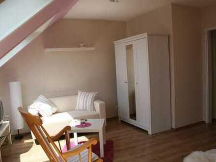 Helle 1-Zimmer-Dachgeschosswohnung mit EBK in Wiesbaden-Breckenheim