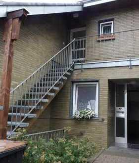 Los geht's - 2 Zimmer Wohnung mit großer Loggia und eigenem Eingang - fertig saniert !