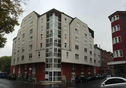 Von Privat: Renovierte 2 Zi-Wohnung im Klinikviertel mit schöner Einbauküche in Top Lage