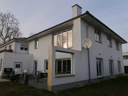 Einfamilienhausvilla mit Einliegerwohnung in idyllischer Lage nahe Dörferblick