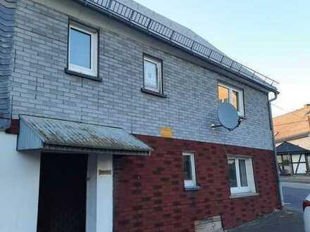 vollkommen renovierungsbedürftige kleines Haus zu verkaufen