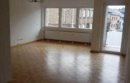 Gepflegte 3-Zimmer-Wohnung mit Balkon und EBK in Bergheim-Paffendorf