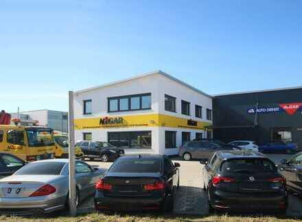 Neuwertige Gewerbefläche - vielseitig nutzbar! Parkplätze direkt vor dem Gebäude.