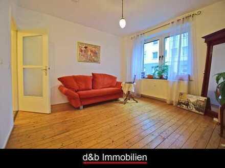 1 Zi-Wohnung mit Altbaucharme und sep. Küche in ruhiger Lage. Nur 500 Meter bis zur Königsallee.