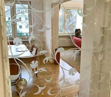 vollständig möblierte 5 Zimmer Wohnung/ 3 Schlafzimmer/ Balkon/ ab sofort frei / WG geeignet