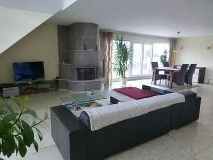 Gepflegte und großzügige 3-Zimmer-Maisonettewohnung mit Terrasse und zwei Balkonen in Kriftel