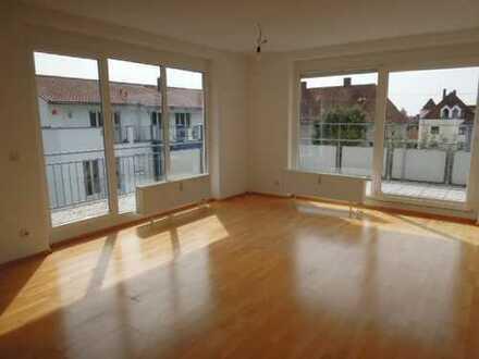 Exklusive und freundliche 3 ZKB Penthouse-Wohnung mit großer Dachterrasse