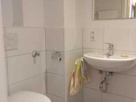 Gepflegte Hochparterre-Wohnung mit drei Zimmern und Balkon in Bremen Neustadt