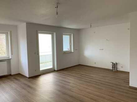 Vollständig renovierte Wohnung mit fünf Zimmern und Balkon in Neusäß