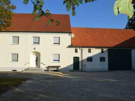 Bauernhaus mit Hoffläche und Stadel 6 Zimmer/K/B/WC nahe 86405 Meitingen