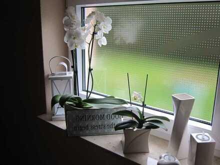 großzügige Etagenwohnung - Küche & Bad mit Fenster
