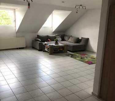 Gepflegte 3-Zimmer-Dachgeschosswohnung mit gehobener Innenausstattung in Karlsruhe Geroldsäcker Süd