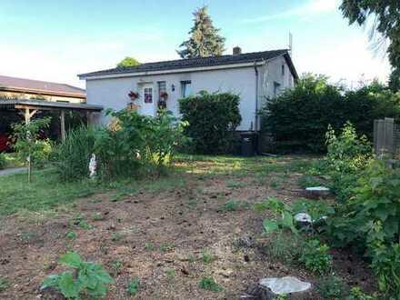 Schönes Einfamilienhaus mit Garage, Keller und Pool - Toplage nähe Bahnhof