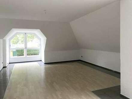 Große, individuelle 2-Zimmer- Wohnung