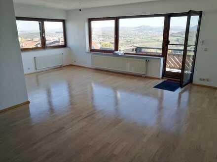 Helle außergewöhnliche 3,5 Zimmer Maisonette Wohnung mit traumhafter Aussicht