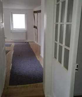 Schöne, geräumige vier Zimmer Wohnung in Südliche Weinstraße (Kreis), Albersweiler