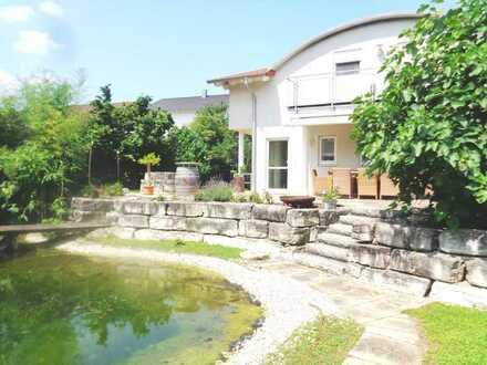 Freistehendes EFH in bester Lage, Teich und großer Garten