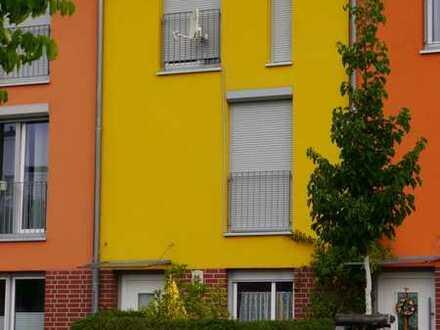 Zeitmiete: Renoviertes Reihenhaus mit vier Zimmern und Einbauküche am Volkspark in Potsdam Bornstedt