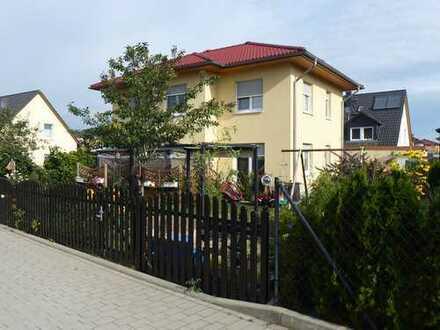 Mahlsdorf: Freistehendes Familienhaus, Eckgrundstück mit vielen Obstbäumen