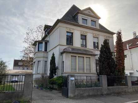 Etagenwohnung in Klassizistischer Villa