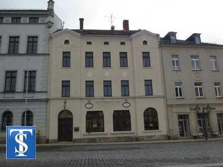 Schönes Wohn- und Geschäftshaus teilsaniert in 1A-Lage im Zentrum von Oelsnitz / Vogtland
