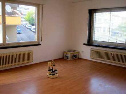Schöne, geräumige 3- Zimmerwohnung in zentraler Lage auch gut geeignet für junge Familie oder WG