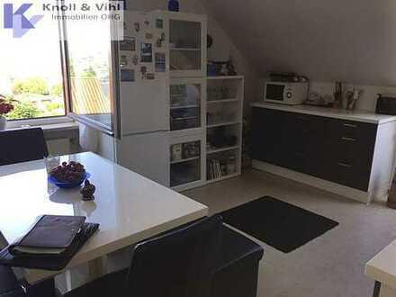 Top Angebot - sehr gepflegte DG-Wohnung in Diedorf.