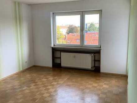 Modernisierte 2-Raum-Wohnung mit Balkon und Einbauküche in Schweinfurt