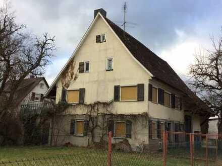 Älteres Wohnhaus mit Ökonomieteil Zentral in Vöhringen