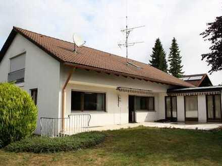 Großzügiges Zwei-Familienhaus mit Potential aus den 70er mit acht Zimmern in Ettringen (Unterallgäu)