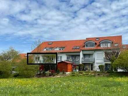 Gepflegte Wohnung mit dreieinhalb Zimmern sowie Balkon und Einbauküche in Großbettlingen