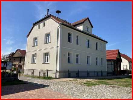 BESTENSEE: Schöne Wohnung mit Kamin, Tageslichtbad, Gäste-WC und PKW-Stellplatz