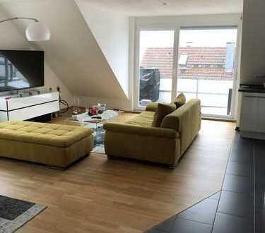 Exklusive, neuwertige 3-Zimmer-Dachgeschosswohnung mit Balkon und Einbauküche in Esslingen