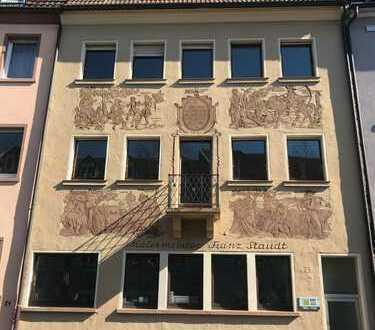 Erstbezug nach Sanierung: schöne 3-Zimmer-Altbauwohnung mit Balkon in zentraler Lage